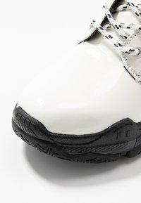 Hot Soles - Botines con plataforma - white - 2