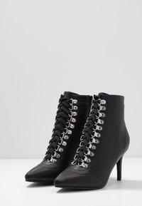 Hot Soles - Šněrovací kotníkové boty - black - 4