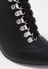 Hot Soles - Šněrovací kotníkové boty - black - 2