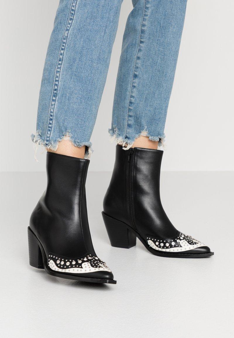 Hot Soles - Cowboy/biker ankle boot - black