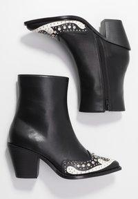 Hot Soles - Cowboy/biker ankle boot - black - 3