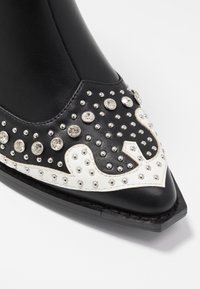 Hot Soles - Cowboy/biker ankle boot - black - 2