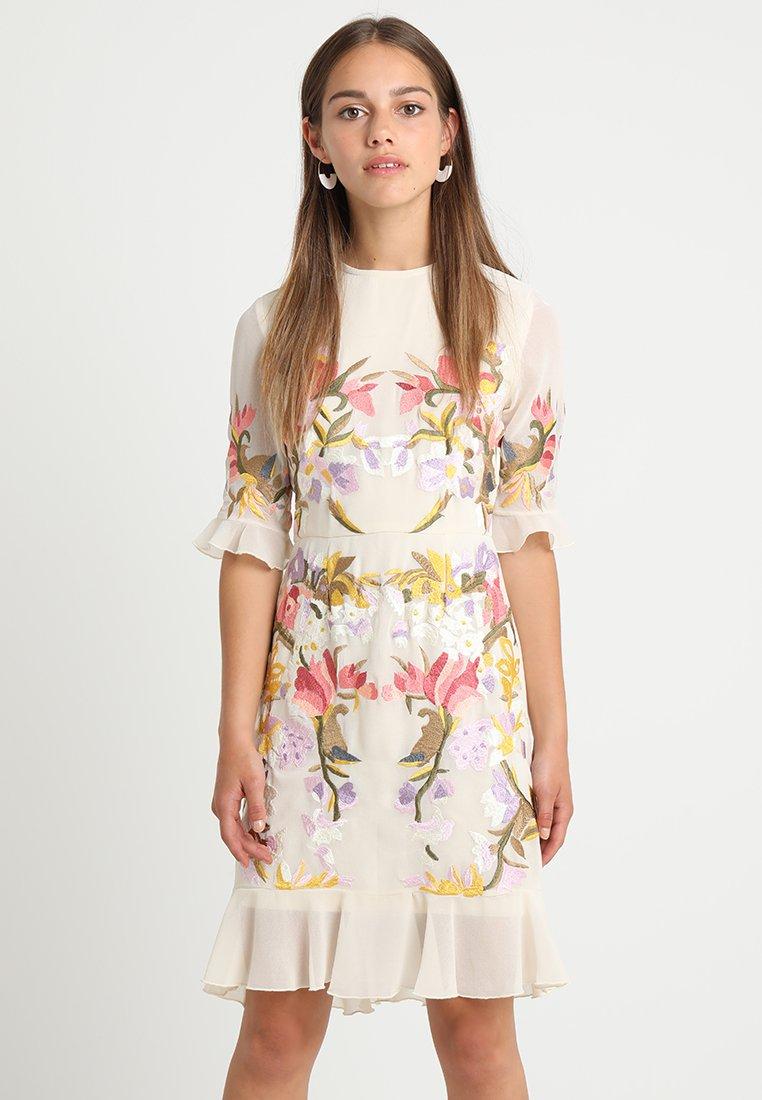 Hope & Ivy Petite - FRILL HEM TEADRESS - Vestido de cóctel - blush/multi