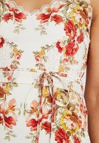 Hope & Ivy Petite - UP BACK MAXI WITHTRIM - Maxi dress - cream - 4