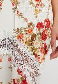 Hope & Ivy Petite - UP BACK MAXI WITHTRIM - Maxi dress - cream - 7