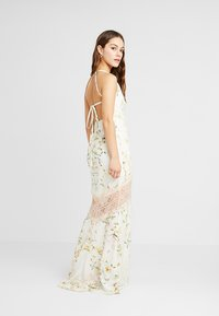 Hope & Ivy Petite - FLORAL FISH TAIL WITH CROCHET TRIM - Maxi šaty - offwhite - 3