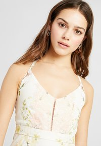 Hope & Ivy Petite - FLORAL FISH TAIL WITH CROCHET TRIM - Maxi šaty - offwhite - 4