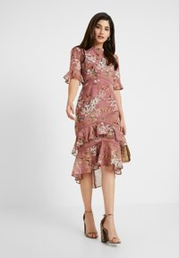 Hope & Ivy Petite - FLUTED SLEEVE MIDI DRESS - Cocktail dress / Party dress - lilac - 2
