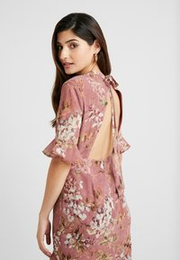 Hope & Ivy Petite - FLUTED SLEEVE MIDI DRESS - Cocktail dress / Party dress - lilac - 5