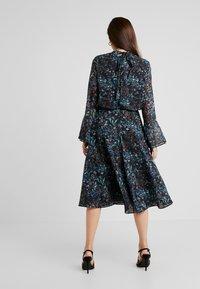 Hope & Ivy Petite - HANKY HEM MIDI DRESS WITH SLEEVE - Cocktail dress / Party dress - blue - 3