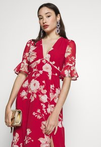 Hope & Ivy Petite - FLUTED SLEEVE OPEN BACK MAXI - Vestido largo - red - 3