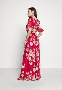 Hope & Ivy Petite - FLUTED SLEEVE OPEN BACK MAXI - Vestido largo - red - 2
