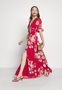 Hope & Ivy Petite - FLUTED SLEEVE OPEN BACK MAXI - Vestido largo - red - 1