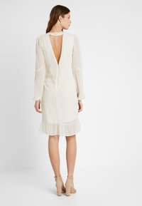 Hope & Ivy Tall - EMBROIDERED LONG SLEEVE MINI - Cocktail dress / Party dress - cream - 2