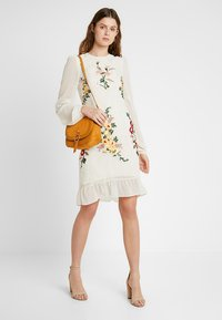 Hope & Ivy Tall - EMBROIDERED LONG SLEEVE MINI - Cocktail dress / Party dress - cream - 1