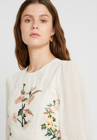 Hope & Ivy Tall - EMBROIDERED LONG SLEEVE MINI - Cocktail dress / Party dress - cream - 5