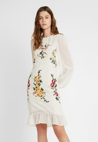 Hope & Ivy Tall - EMBROIDERED LONG SLEEVE MINI - Cocktail dress / Party dress - cream - 0