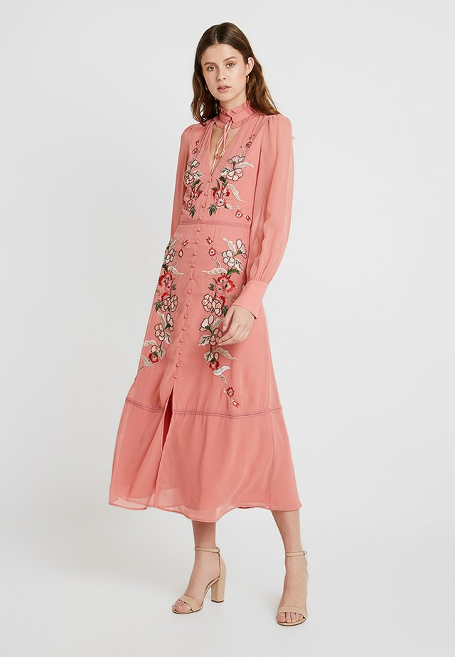 EMBROIDERED LONG SLEEVE WITH FRILL COLLAR - Robe de cocktail - blush