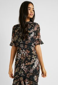 Hope & Ivy Tall - DOUBLE DROP MIDI DRESS WITH OPEN BACK - Cocktailkjole - black - 4