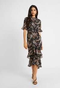 Hope & Ivy Tall - DOUBLE DROP MIDI DRESS WITH OPEN BACK - Cocktailkjole - black - 2