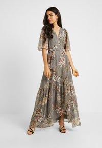 Hope & Ivy Tall - WRAP MAXI DRESS WITH GUAGED DROP HEM - Galajurk - grey - 2