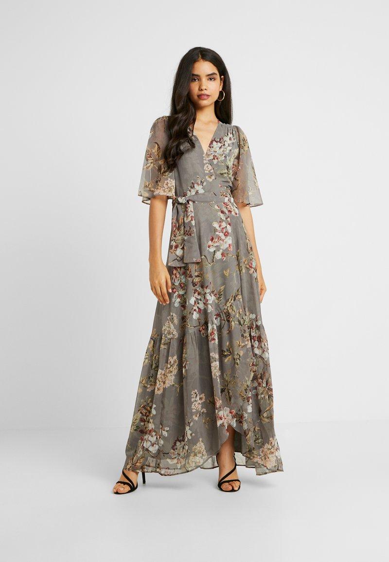 Hope & Ivy Tall - WRAP MAXI DRESS WITH GUAGED DROP HEM - Galajurk - grey