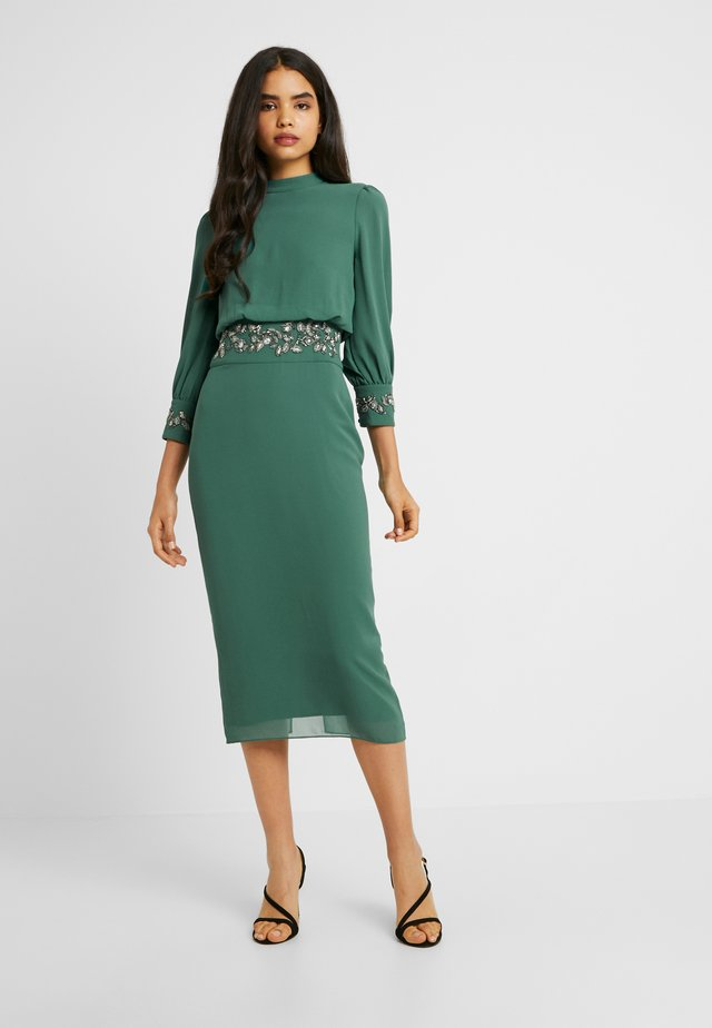EMBELLISHED WAIST AND CUFF MIDI DRESS - Cocktail dress / Party dress - green