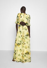 Hope & Ivy Tall - FLUTED SLEEVE OPEN BACK MAXI - Robe longue - yellow - 2