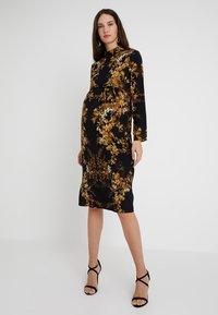 Hope & Ivy Maternity - MIRROR PRINT PENCIL DRESS - Vapaa-ajan mekko - black - 0
