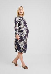 Hope & Ivy Maternity - MIRROR PRINT PENCIL DRESS - Hverdagskjoler - multicolor - 1