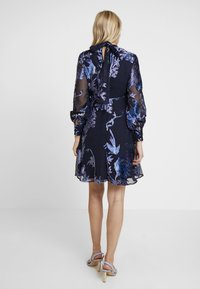 Hope & Ivy Maternity - BLOUSON SLEEVE SKATER DRESS WITH BOW BACK - Cocktail dress / Party dress - navy blue - 3