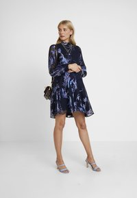 Hope & Ivy Maternity - BLOUSON SLEEVE SKATER DRESS WITH BOW BACK - Cocktail dress / Party dress - navy blue - 2