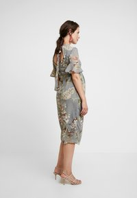 Hope & Ivy Maternity - FITTED PENCIL WITH FLUTED SLEEVE - Hverdagskjoler - grey print - 4