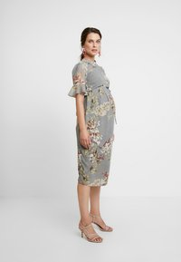 Hope & Ivy Maternity - FITTED PENCIL WITH FLUTED SLEEVE - Hverdagskjoler - grey print - 3