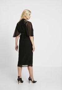 Hope & Ivy Maternity - BEADED WRAP KIMONO DRESS - Hverdagskjoler - black - 3