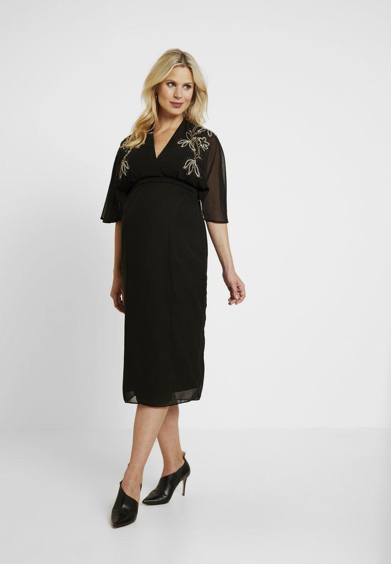Hope & Ivy Maternity - BEADED WRAP KIMONO DRESS - Vestido informal - black