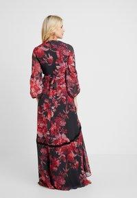 Hope & Ivy Maternity - WRAP MAXI DRESS WITH TRIM DETAILS - Hverdagskjoler - red - 2