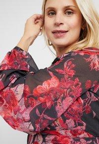 Hope & Ivy Maternity - WRAP MAXI DRESS WITH TRIM DETAILS - Hverdagskjoler - red - 3