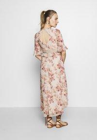 Hope & Ivy Maternity - MIDI PEPLUM KEYHOLE BACK DRESS - Cocktailkjole - blush - 2