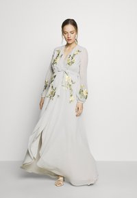 Hope & Ivy Maternity - MIDAXI EMBROIDERED WRAP DRESS - Iltapuku - grey - 1
