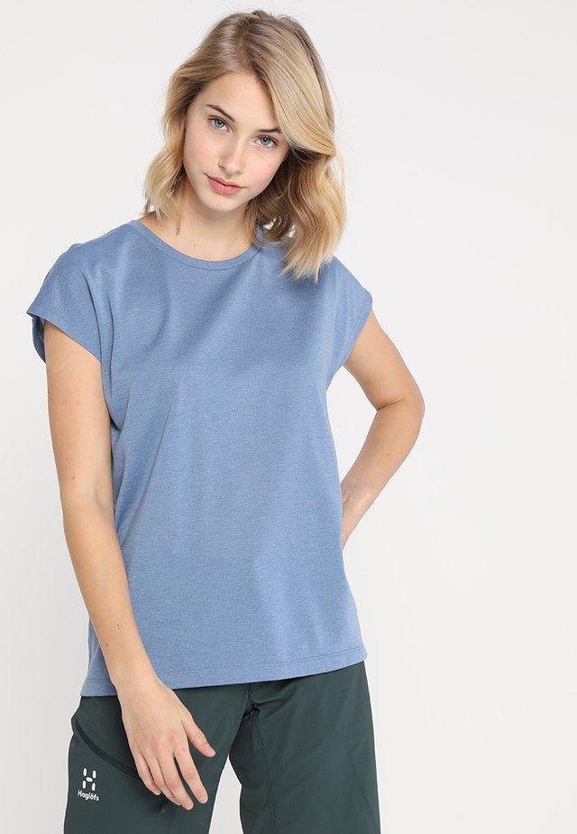 BIG UP TEE - T-shirt basic - skyhigh blue