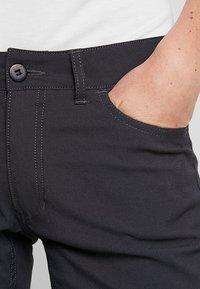 Houdini - WAY TO GO PANTS - Spodnie materiałowe - rock black - 3