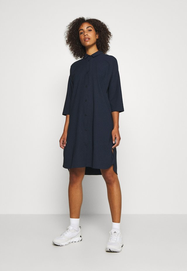 ROUTE SHIRT DRESS - Jurken - blue illusion