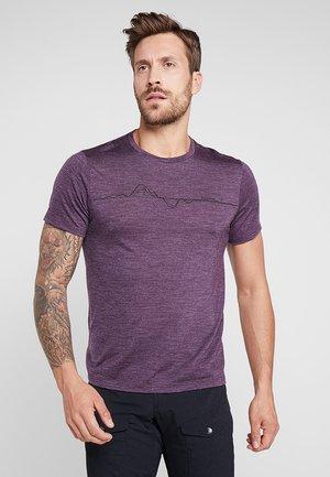 ACTIVIST MESSAGE TEE - T-shirt imprimé - pumped up purple