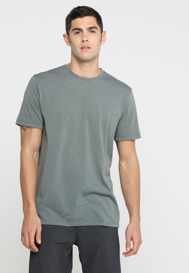 BIG UP TEE - T-shirt basic - storm green