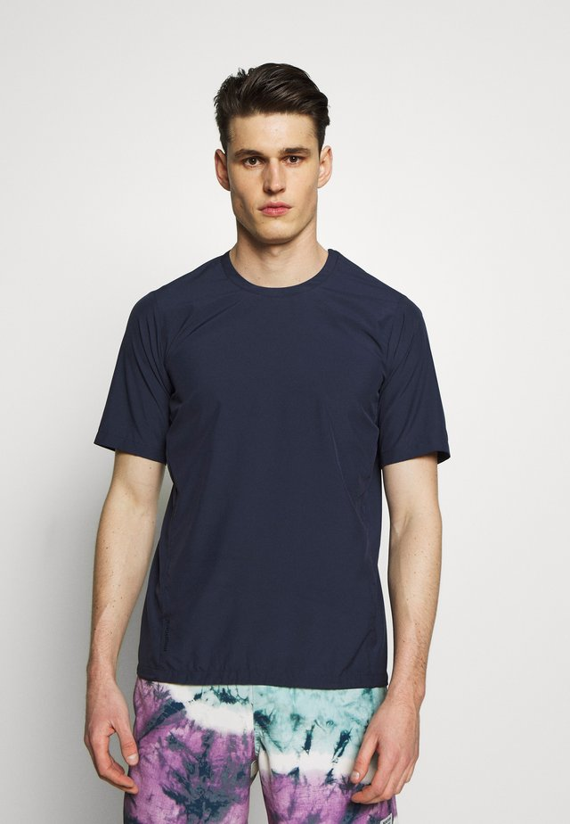 WEATHER TEE - Jednoduché triko - bucket blue