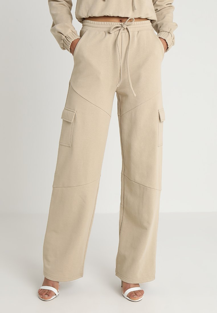 Honey Punch - HIGH WAISTED FLARED PANTS - Tracksuit bottoms - beige