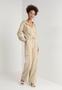 Honey Punch - HIGH WAISTED FLARED PANTS - Tracksuit bottoms - beige - 1