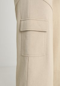 Honey Punch - HIGH WAISTED FLARED PANTS - Tracksuit bottoms - beige - 5