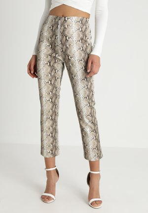 HIGH WAISTED PYTHON PANT WITH FRONT ZIPPER - Spodnie materiałowe - tan